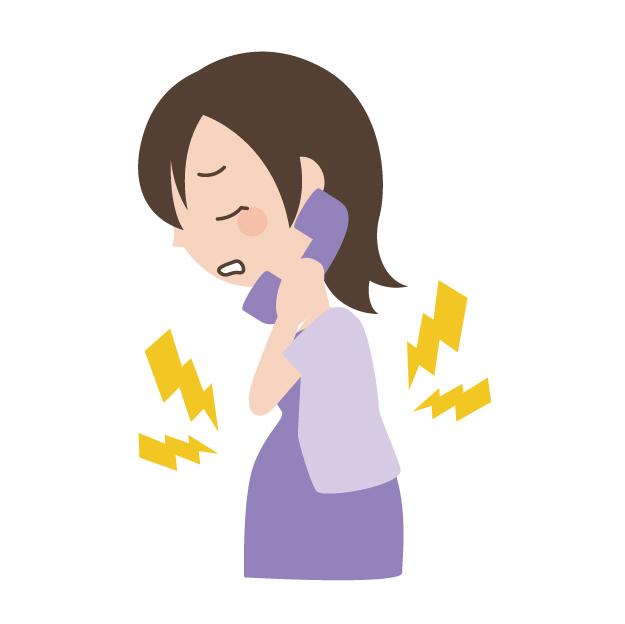 陣痛で電話する妊婦